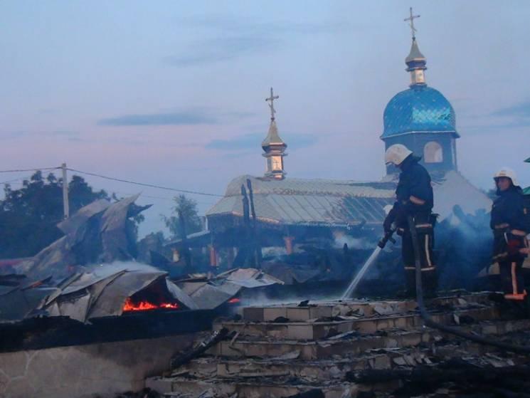 На Прикарпатье дотла сгорел самый большой деревянный храм Западной Украины (ФОТО)