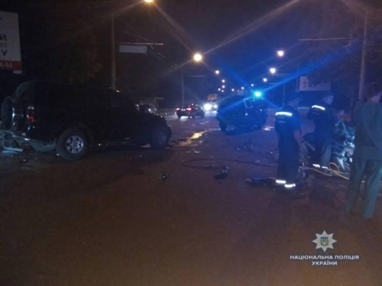 У Миколаєві зіткнулись позашляховик та легковик: один з водіїв загинув на місці ДТП