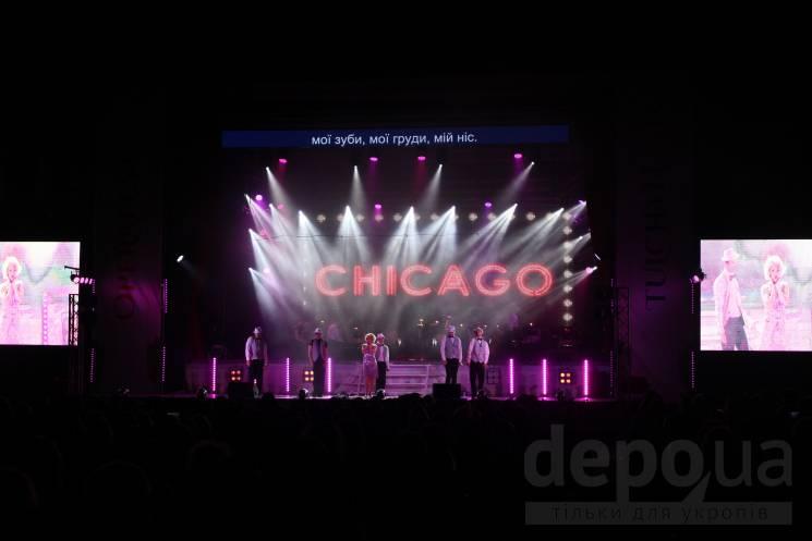 """Зірки Бродвею у Тульчині: Фестиваль опери на Вінниччині завершили мюзиклом """"Чикаго"""""""