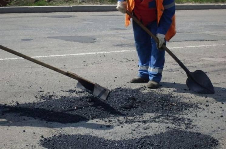 У Кропивницькому проводять тендери на поточний ремонт ще п'яти важливих доріг