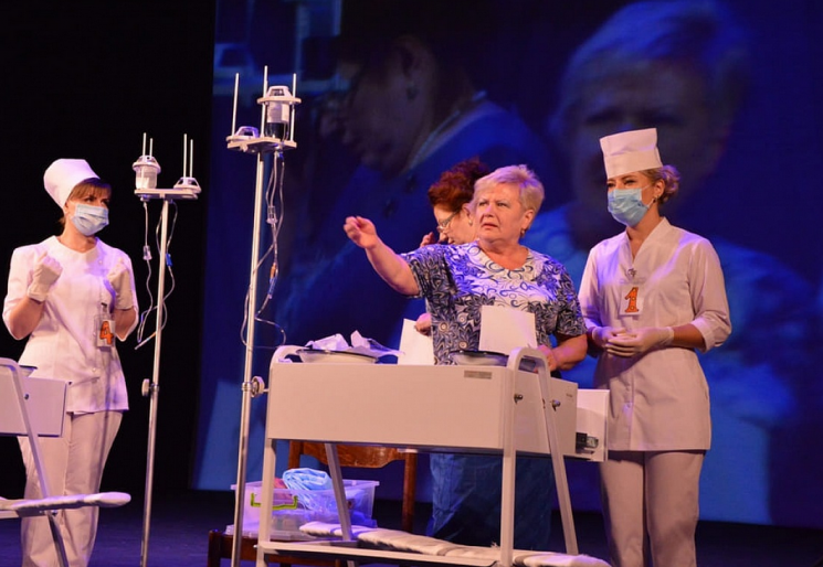 У Кропивницькому у театрі обрали кращу медсестру міста