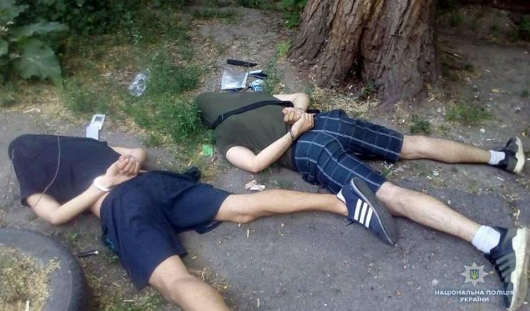 Хмельницькі детективи разом із СБУ знешкодили банду рекетирів (ФОТО)