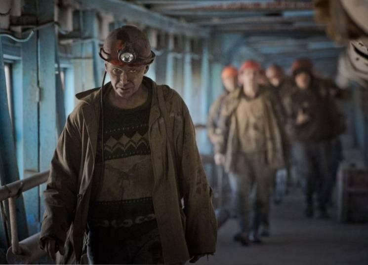 У Селидовому шахтарі перекрили трасу, вимагаючи виплати зарплати (ФОТО)