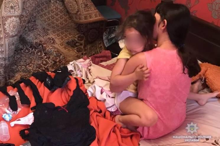 У Кривому Розі затримали батьків, які ґвалтували 4-річну доньку заради порнографічних відео (ФОТО)