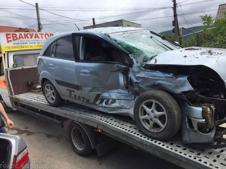 У Виноградові на перехресті сталася аварія, є травмовані (ФОТО)