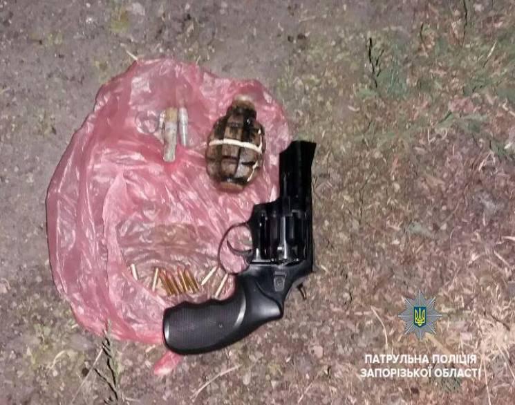 У Запоріжжі затримали чоловіка з пістолетом та гранатою (ФОТО)