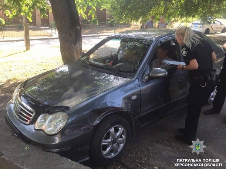 У Херсоні п'яний, як чіп, водій потрапив в ДТП (ФОТО)