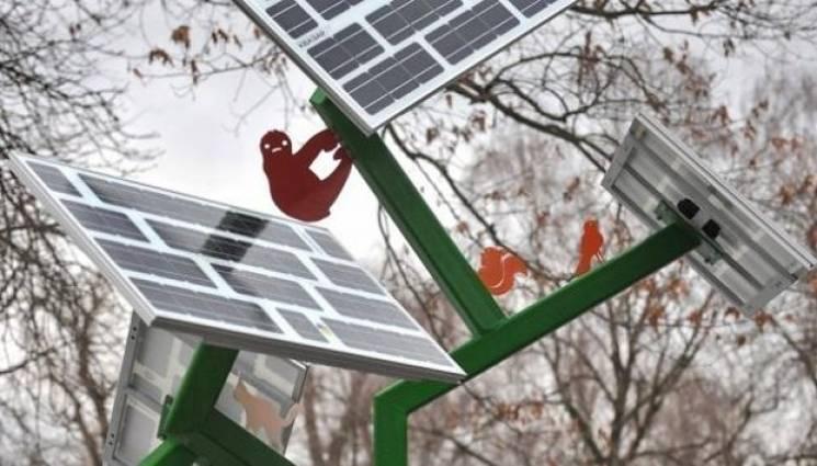 """У Краматорську """"пустять коріння"""" сонячні дерева для підзарядки телефонів"""