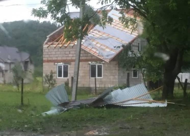 Негода на Закарпатті: Де, скільки і які будівлі постраждали