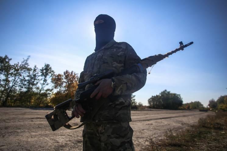 На Донеччині легковик проривався через блокпост: Поліцейські відкрили вогонь