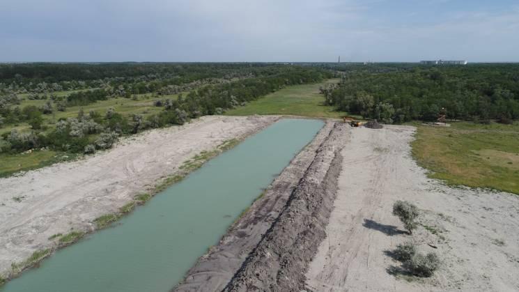Під час розчистки озера на Дніпропетровщині з-під землі забили двометрові гейзери