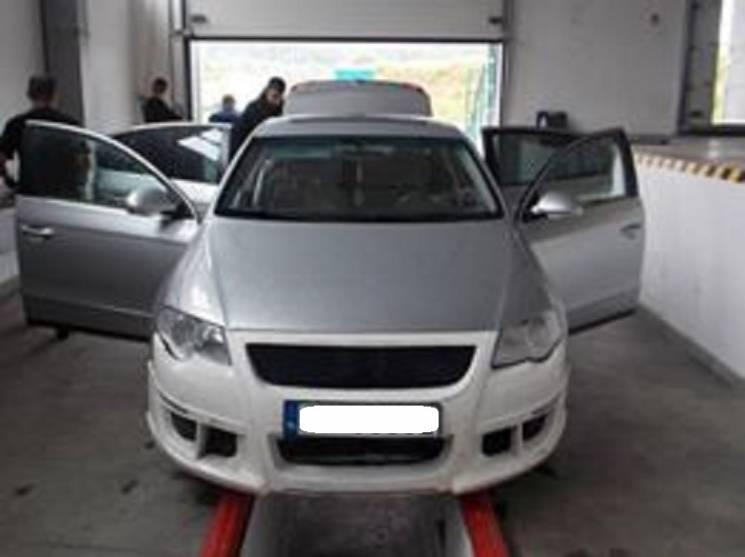 На кордоні в Ужгороді молодий українець позбувся автівки з контрабандою (ФОТО)