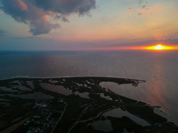 Блакитне море, спокій і тиша: Заповідна зона запорізького курорту готова зустрічати туристів (ФОТО)