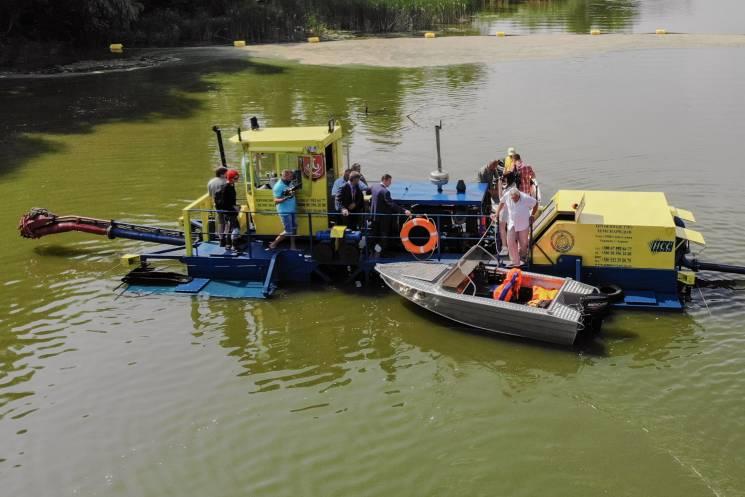 У Вінниці на річці працює довгожданий земснаряд (ФОТО)