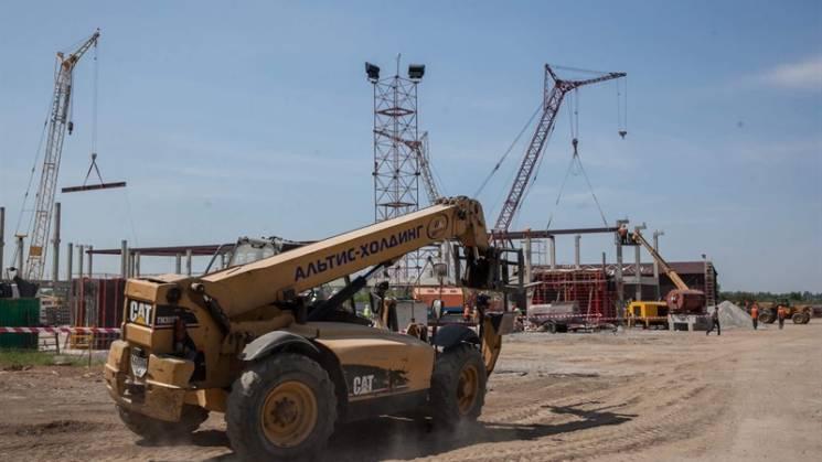 Будівельники почали монтаж каркасу нового терміналу запорізького аеропорту (ФОТО)