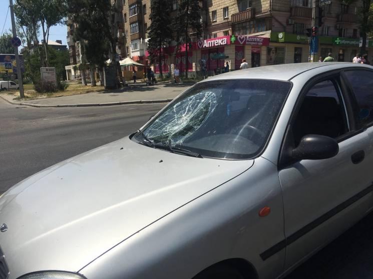 В середмісті Запоріжжі збили чоловіка, його ушпиталено (ФОТО)