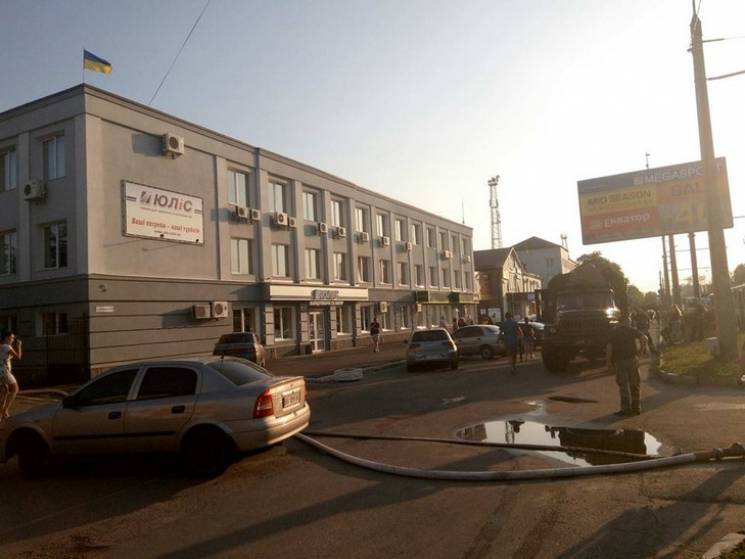 У Полтаві на вулиці Маршала Бірюзова горів склад канцтоварів (ФОТО)