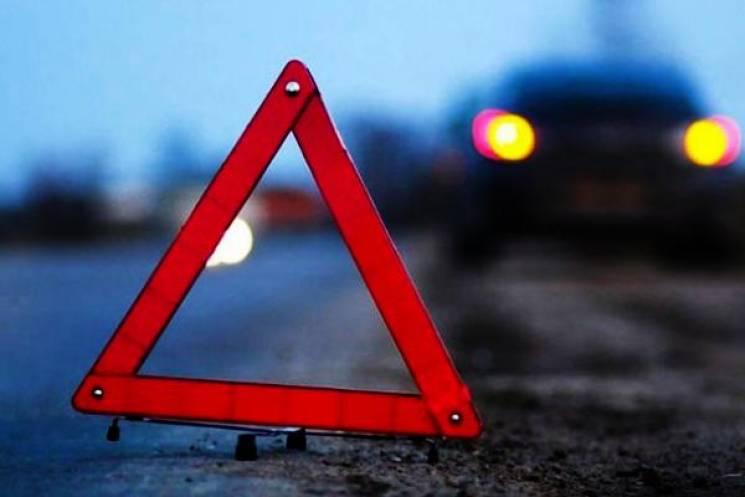 На під'їзді до Хмельницького автомобіль протаранив відбійник і злетів з дороги (ФОТО)