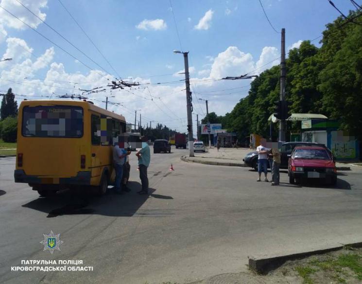 У Кропивницькому ДТП з маршруткою: Травмувались жінка та дитина