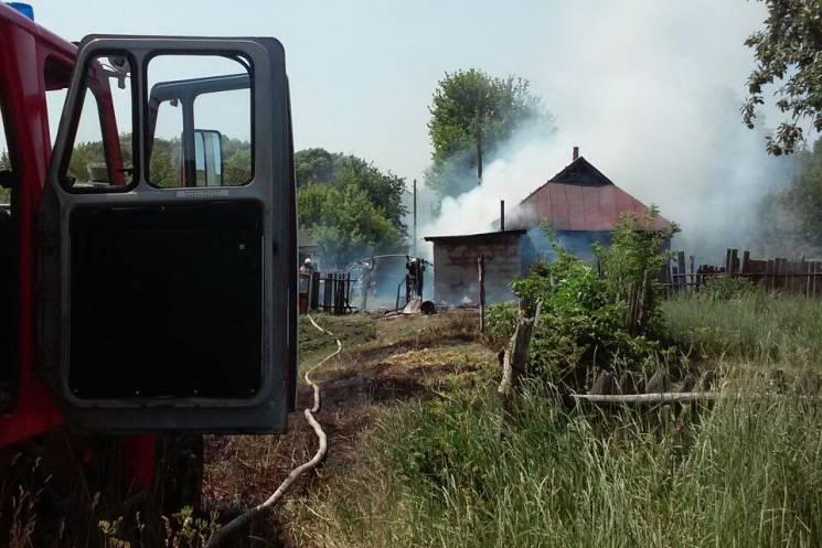 """На Харьковщине """"борец с сухостоем"""" поджег свой дом: Есть пострадавшие"""