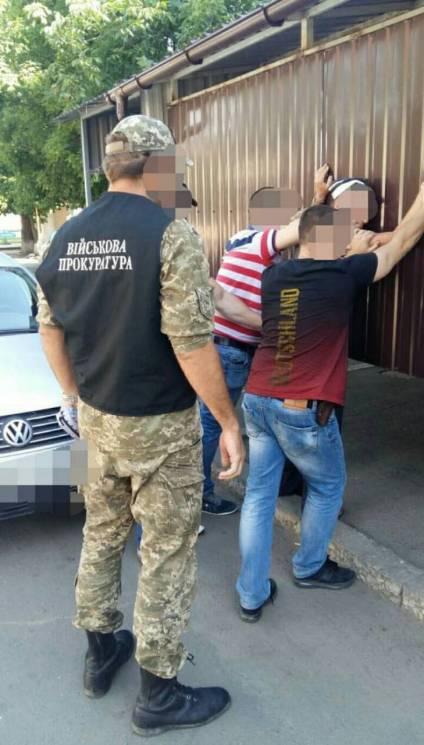 На Одещині правоохоронці затримали торговця зброєю (ФОТО)