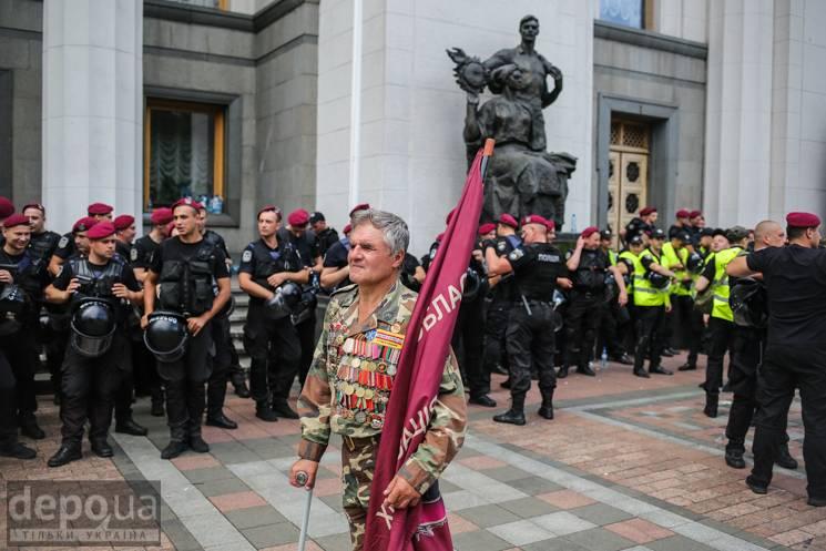 Протести під Радою: Гра Банкової чи вірменський сценарій для України