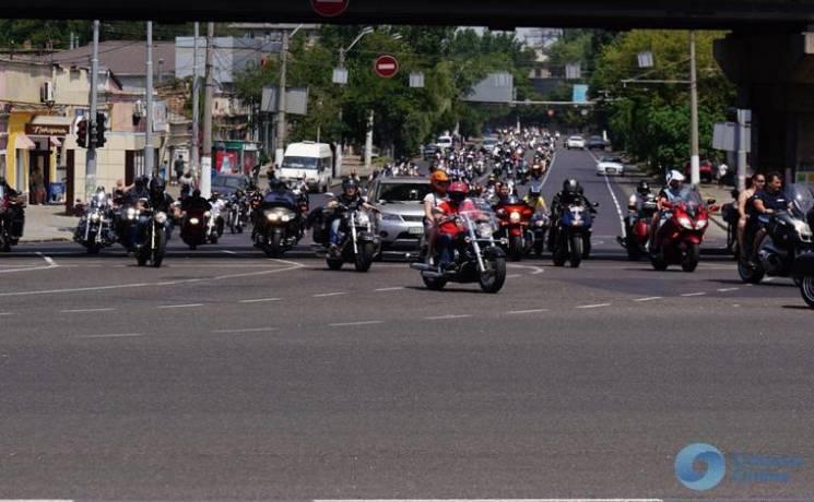 По Одессе парадом проехали байкеры (ФОТО)