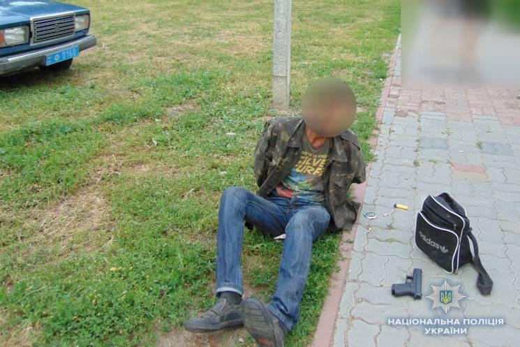 У центрі Золотоноші на Черкащині двоє чоловіків влаштували стрілянину
