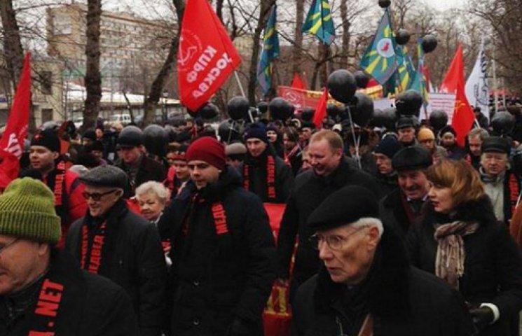 В Москве коммунисты собрали проплаченный…