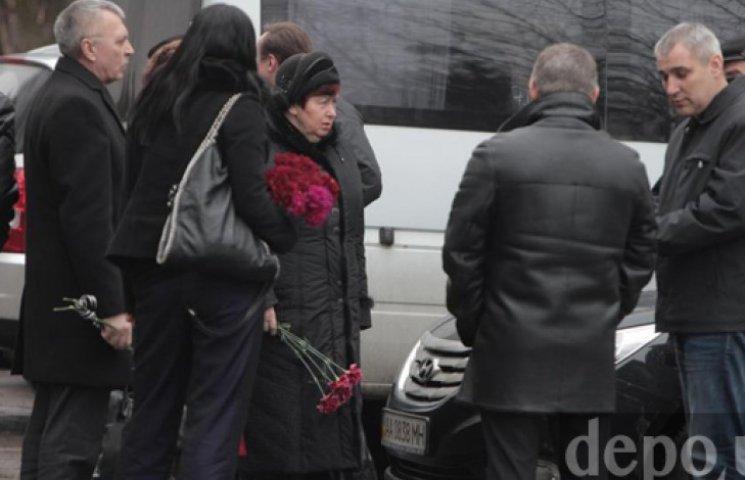 Началось прощание с Чечетовым. На панихиду прибыли Ефремов и Шуфрич