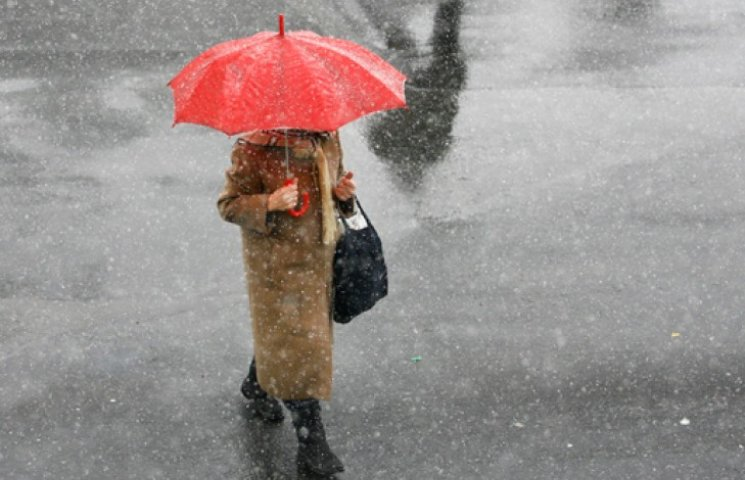 Погода на завтра: дощ з мокрим снігом по всій Україні
