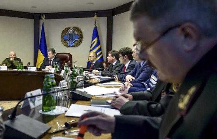 Порошенко в СНБО говорил о стрельбе боевиков, линии разграничения и Дебальцево