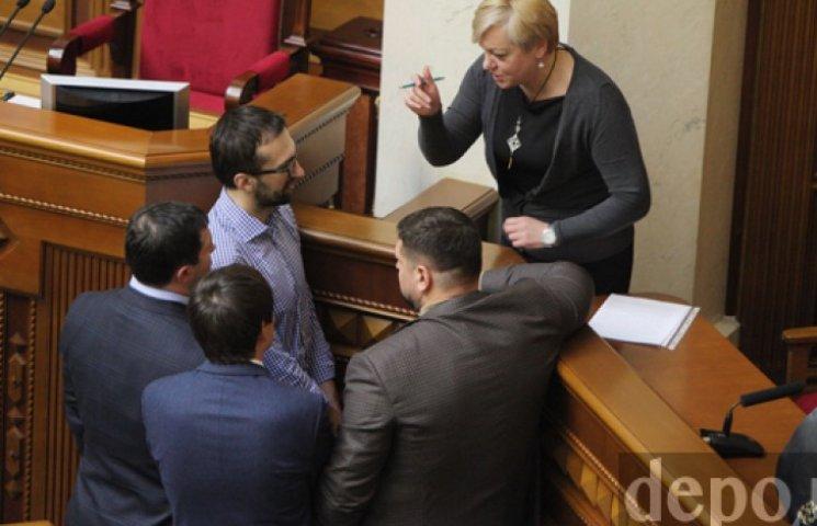 Порошенко отчитал депутатов за нападки на Гонтареву в Раде
