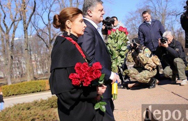 Первые лица Украины возложили цветы к памятнику Шевченко