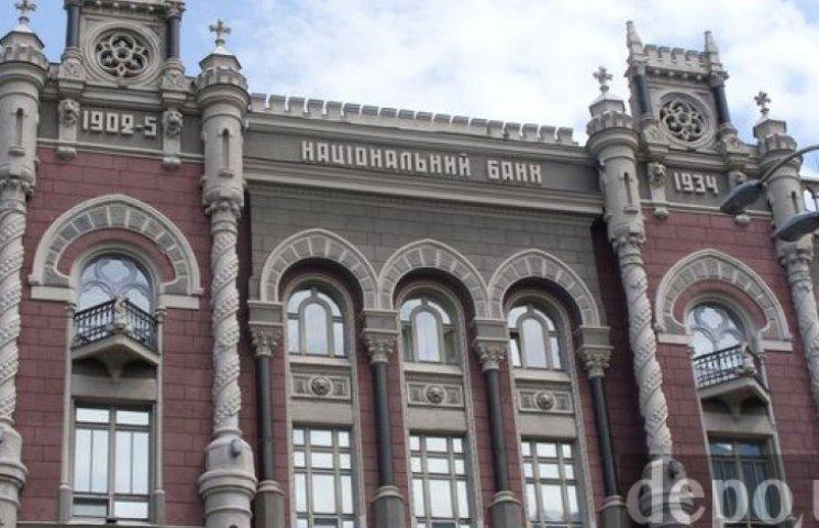 НБУ повысил официальную гривню до заложенных в бюджете 21,7 грн/$