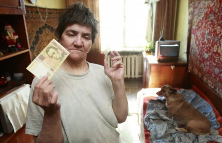 Порошенко одобрил изменение бюджета и урезание пенсий работающим пенсионерам