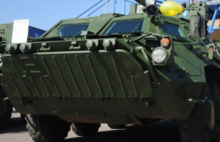 С начала года ВСУ получили 8 БТРов, 20 Saxon, вертолет и аппаратуру