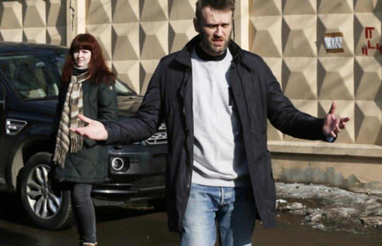 Російські тюремники просять суд відправити Олексія Навального за ґрати