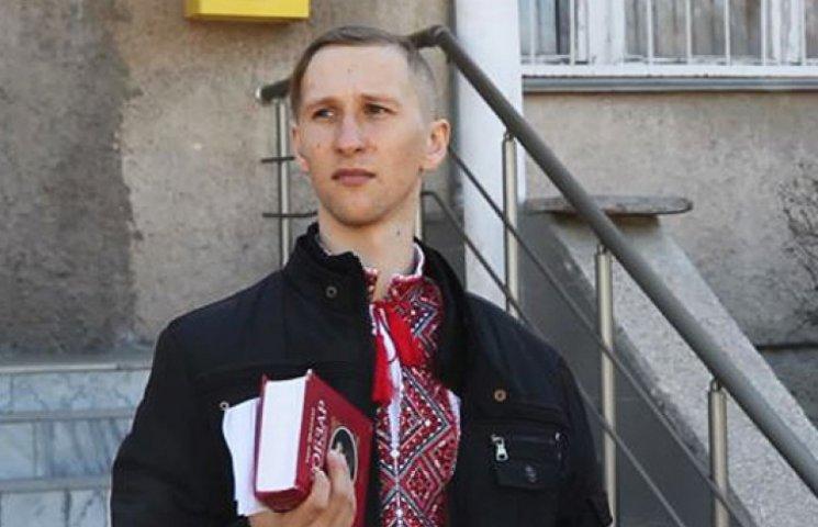 В Симферополе украинского активиста задержали из-за сине-желтой ленты