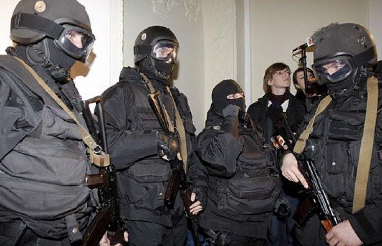СБУ видворила з України близько сотні російських пропагандистів