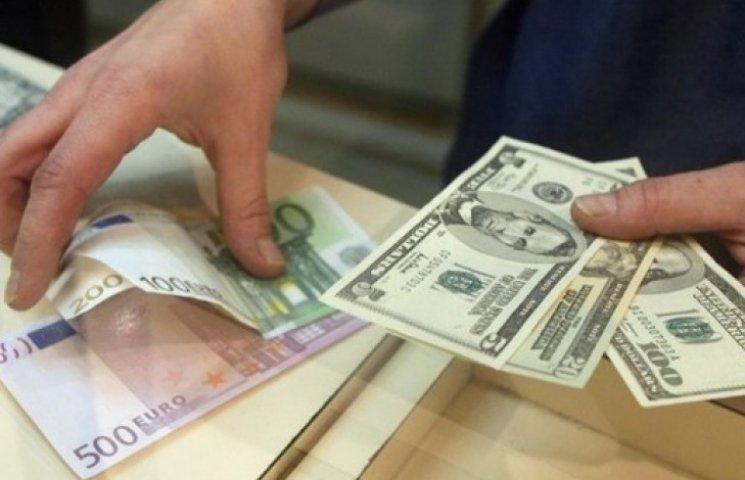 Впервые за восемь месяцев украинцы продали валюты больше, чем купили