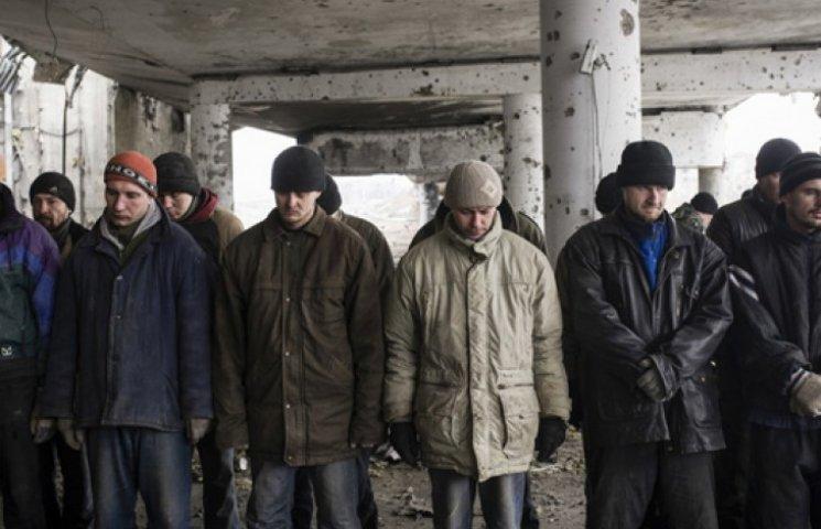 Волонтери говорять про тисячу заручників у «тюрмах» бойовиків – СБУ