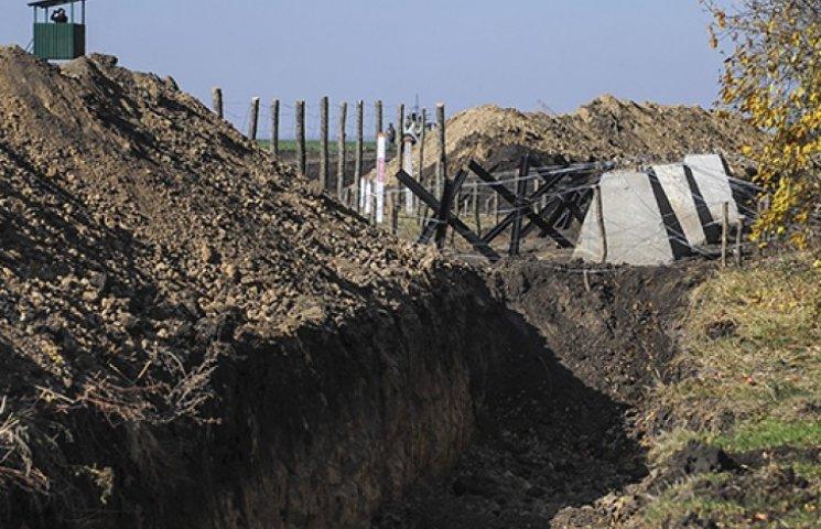 Україна закінчує будівництво другої лінії оборони – Луценко