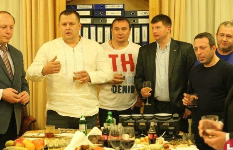 """Коломойський """"закотив"""" вечірку в ОДА на честь своєї відставки (фоторепортаж)"""