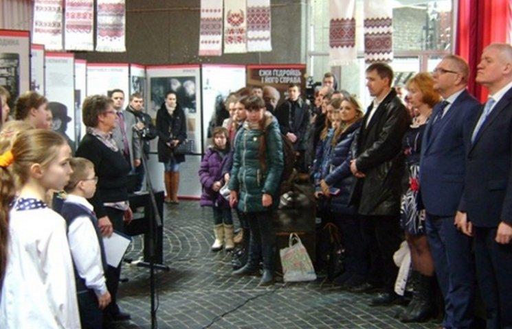 """У Шепетівці відкрилася виставка """"Єжи Гедройц та його справа"""""""