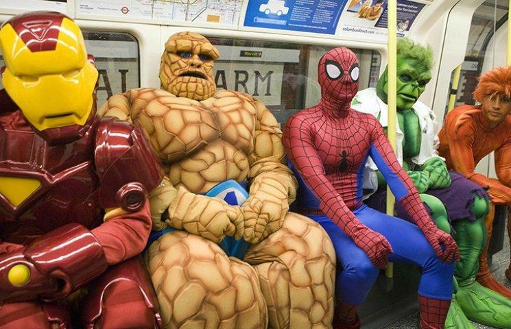 35 фото неймовірних диваків у метро