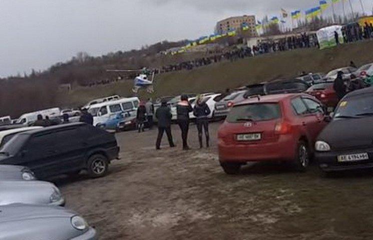 У Кривому Розі вертоліт приземлився на парковку