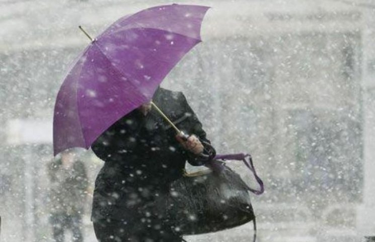 Метеорологи оголосили у Миколаєві штормове попередження