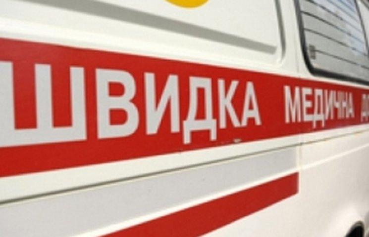 В Хмельницькому на зупинці помер чоловік