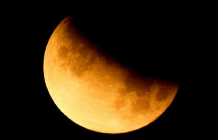 Місячне затемнення: що треба робити 23 березня, щоб стати щасливим та багатим